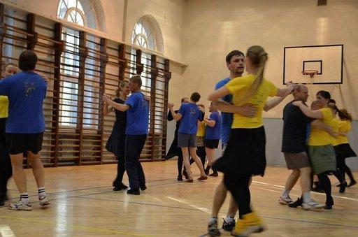 Tarton maatalousyliopiston kansantanssiryhmä on harjoitellut tanssijuhlille jo pitkään.