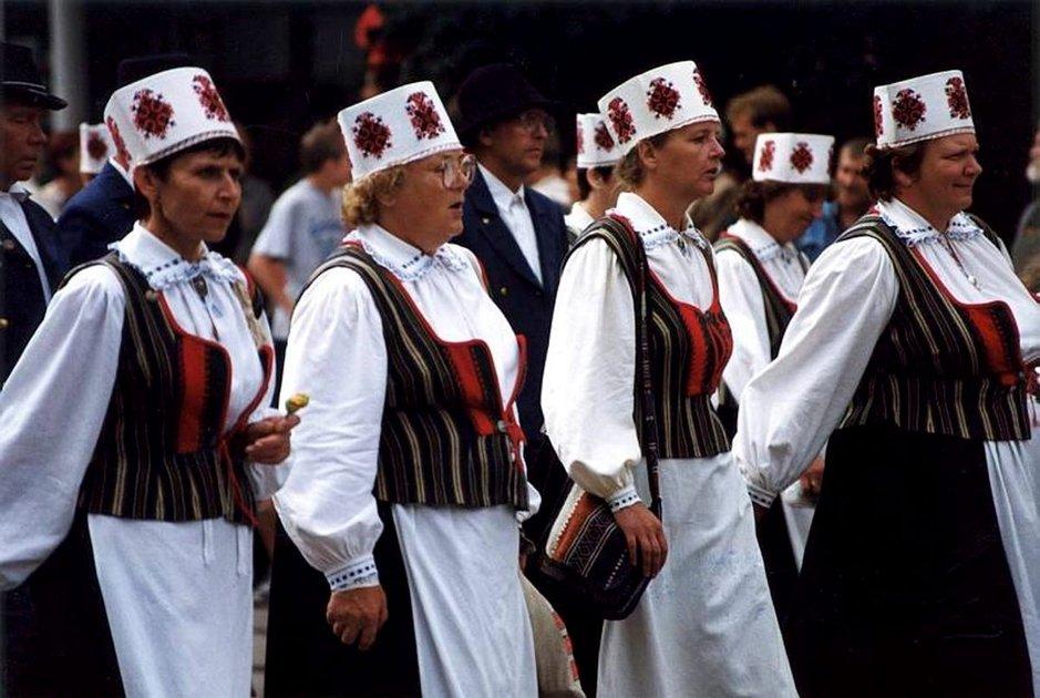 Laulu- ja tanssijuhla on<br /> VIRON kansan voimann&auml;yte
