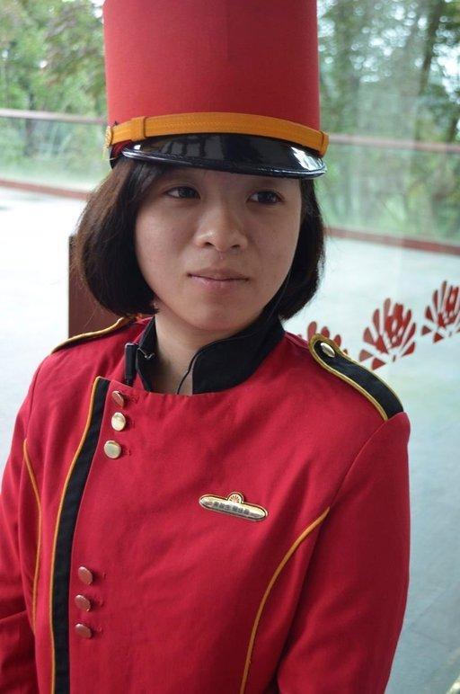 Työelämään tullaan nuorena; Alishan-hotellin pikkolotyttö on 17-vuotias.