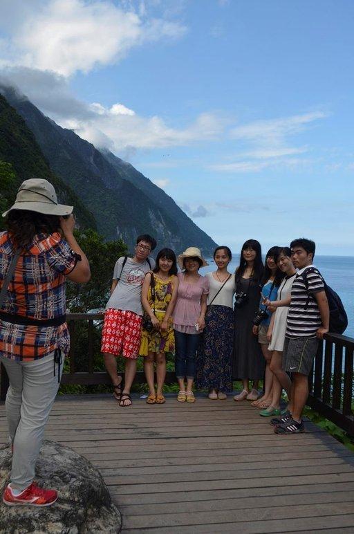 Valokuvaan pääseminen on tärkeää aasialaisille turisteille. Kaikkialla kuvataan.