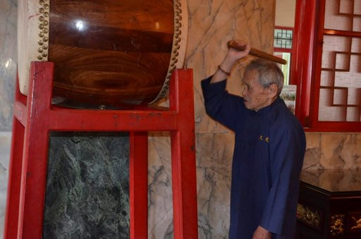 Buddhalaistemppelin rumpu kumahtaa mahtavasti.