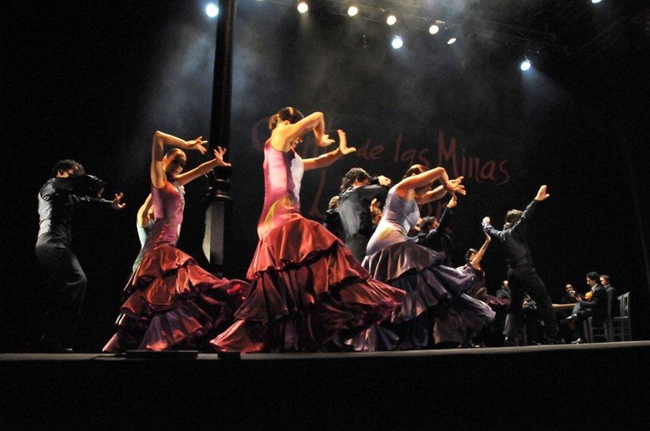 Espanjan Kansallisbaletin tanssijoiden tulista flamencoa.