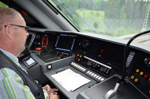 Kari Rae ohjaa Allegron Pietariin 220 kilometrin tuntinopeudella.