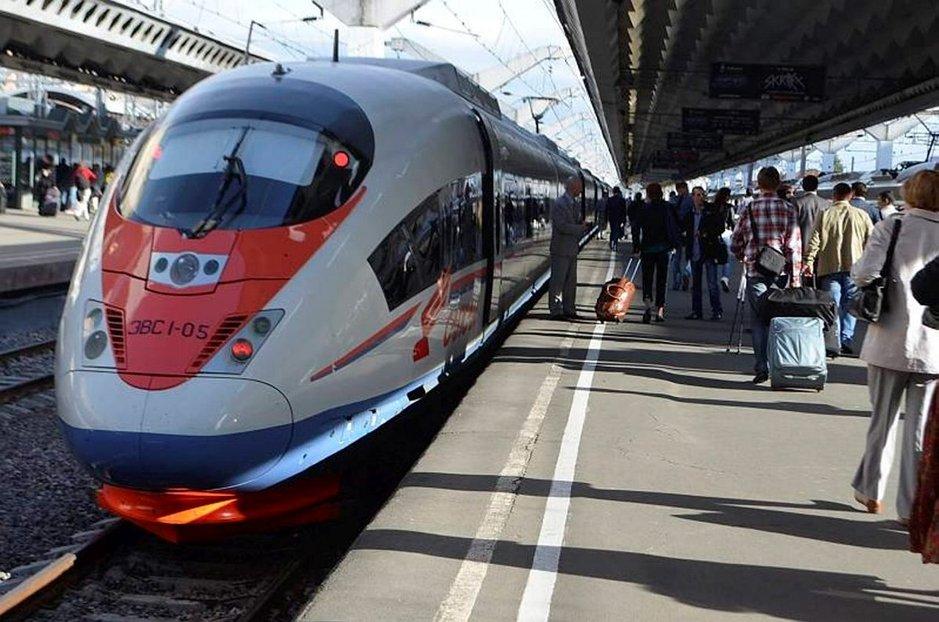 Sapsan-luotijuna eli Muuttohaukka liikennöi Pietarin, Moskovan ja Niži Novgorodin välillä.