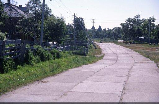 Saaren päätiellä ei tarvita nopeusrajoitusta, sillä tien kunto pitää vauhdin alhaisena.
