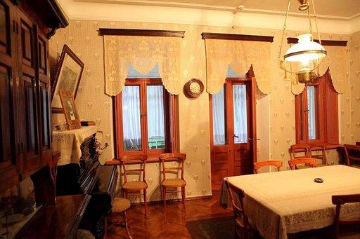 Tässä talossa Tšehov kirjoitti viimeiset suuret näytelmänsä.