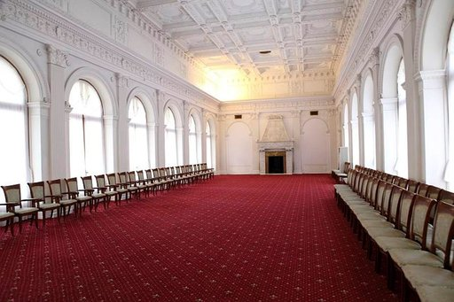 Livadian palatsin valkoinen sali, jossa Jaltan konferenssin neuvottelut käytiin.