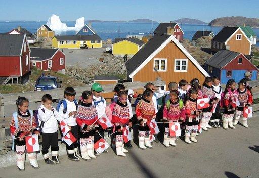 Inuiittikulttuuri on vahvasti edelleen läsnä esimerkiksi lasten vaatetuksessa.