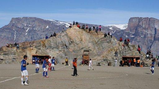 Grönlannissa ei ole paljon tasaisia paikkoja, joten kaikki tila käytetään hyväksi.