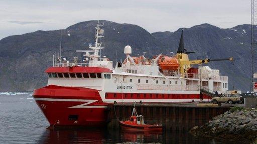 Liikkuminen Grönlannissa tapahtuu lentäen tai laivateitse.