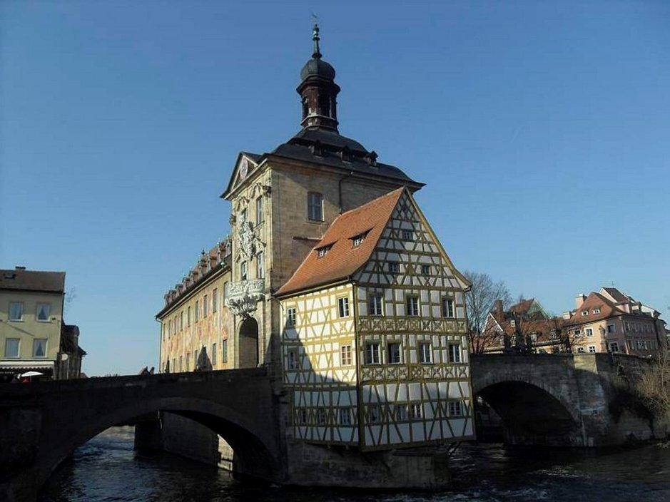 Tuhatvuotinen Bamberg<br /> hyv&auml;ilee oluenyst&auml;v&auml;n makunystyr&ouml;it&auml;