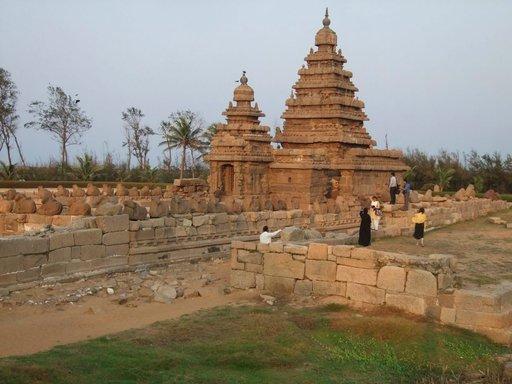 Mamallapuramin kahta ensimmäistä temppeliä ei koverrettu umpigraniittiin, vaan pystytettiin kivi kiveltä.