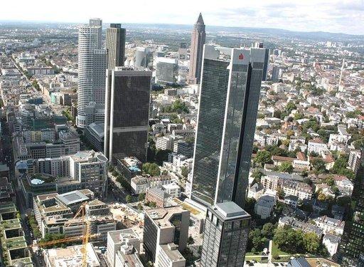 Finanssikeskuksessa voi käväistä pilvinpiirtäjässä, jonka huippu kohoaa 212 metrin korkeuteen