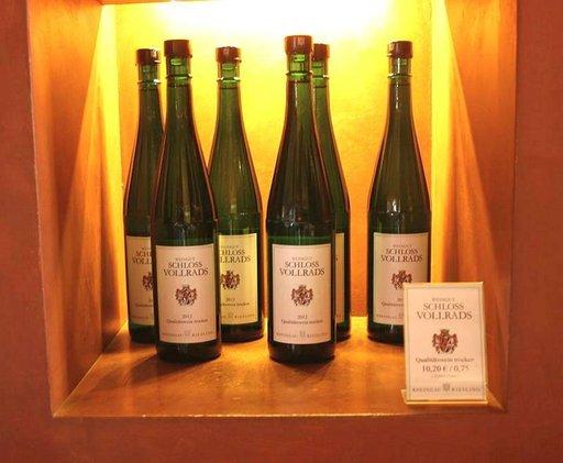 Joka viinitarhalla on oma viinimyymälä.