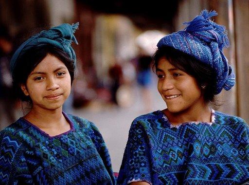 Perinteiset Maya-kulttuurin vaatteet ovat värikkäitä.