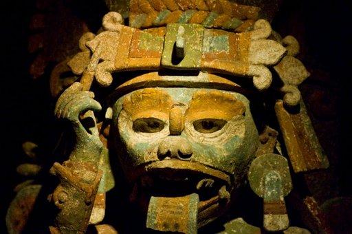 Maya-veistoksissa on usein runsaasti yksityiskohtia.
