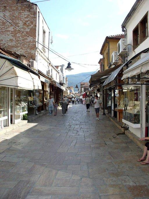 Skopjen basaari on sekoitus käsityöläiskauppoja ja ravintoloita.