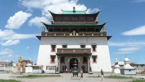 Gandanin luostari on Ulan Batorin parhainpia kohteita.