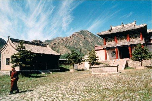 Buddhismi on merkittävä osa mongolialaista psyykettä ja temppeleitä on useissa paikoin nähtävillä.