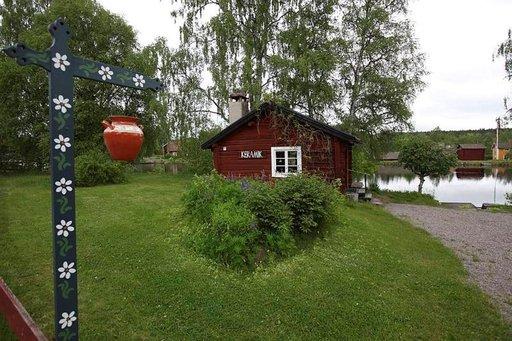 Sundbornissa on Carl Larssonin kotimuseo, jossa kamera ei pääse ulko-ovea pitemmälle.