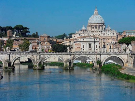 Pietarinkirkko on Rooman maamerkki.