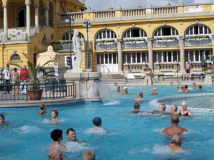KYLPYLÄLOMALLA UNKARISSA Leivoksia<br /> ja lämpimiä kylpyjä BUDAPESTISSA