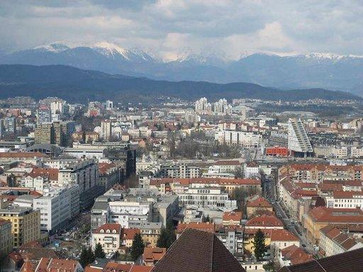 Ljubljanan linnasta aukeaa hieno näköala ympäri kaupunkia.