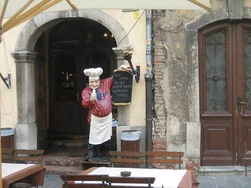 Rantakadun kahvilat ja ruokapaikat houkuttelevat varhaisesta keväästä pitkälle syksyyn.