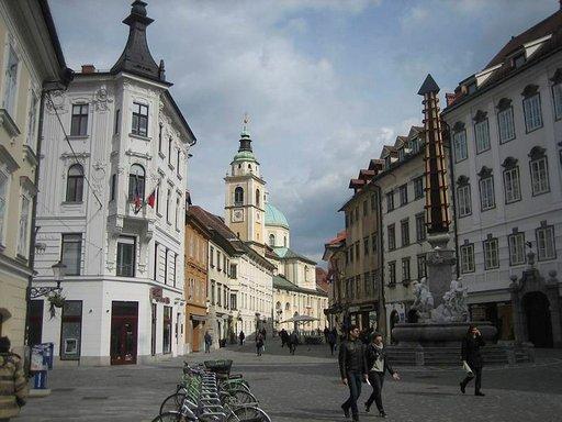 Vanhankaupungin taloja on kunnostettu kunkin aikakauden piirteitä vaalien.