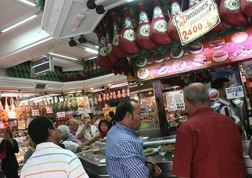 Museo del Jamón -ketjun baarit tarjoavat runsaasti kinkkulajeja.