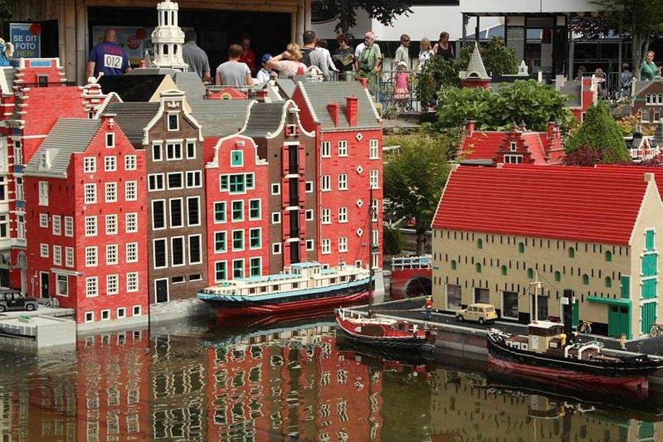Minilandin toinen toistaan upeammat Lego-rakennelmat ovat se alkuperäinen Legolandin juju, joita ihastellessa kuluu helposti tunti jos toinenkin.