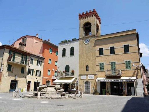 Castiglione del Lagon keskusaukio hiljenee iltapäivisin. Useimmat kaupat suljetaan lounasajaksi.