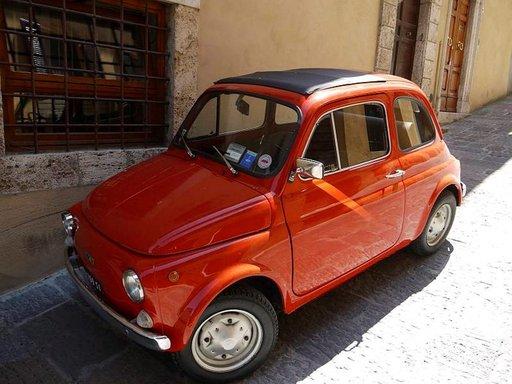 Italialaiset taitavat tyylikkään muotoilun. Fiat 500 on ajaton klassikko.