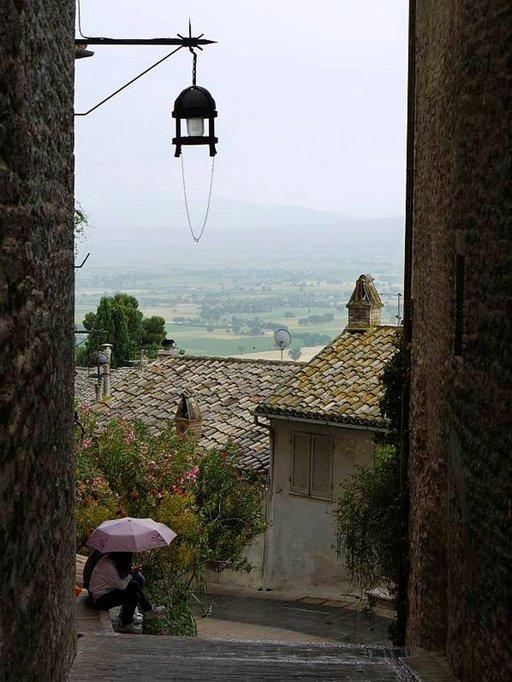 Sade yllättää välillä Umbriassakin. Sää on miellyttävän lämmin keväästä syksyyn.