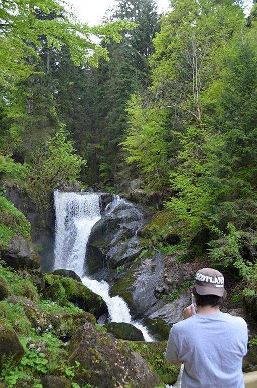 Schwarzwaldin vettä voi ottaa suoraan juomapulloon.