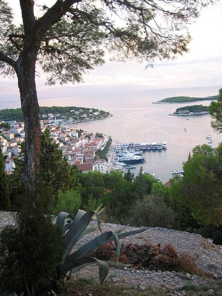 Purjelaivalla Dalmatian<br /> rannikolla Kroatiassa