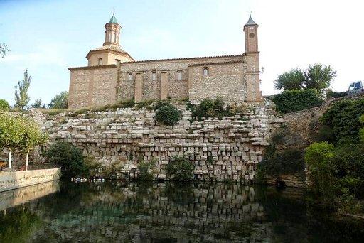 Naisten rakentama, Euroopan vanhin säilynyt pato Muel la Huervassa, on roomalaisvallan ajalta. Sen yläpuolella olevan kirkon kuorissa on Goyan maalauksia.