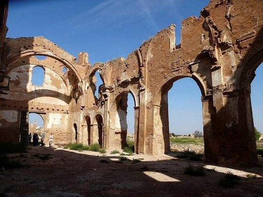 Belchiten katedraalin ranko törröttää mykkänä todistajana sisällissodan mielettömyydestä.