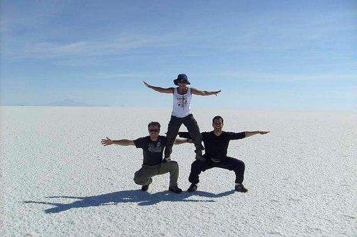 Maailman suurin suolatasanko innostaa matkailijat hulluttelemaan.