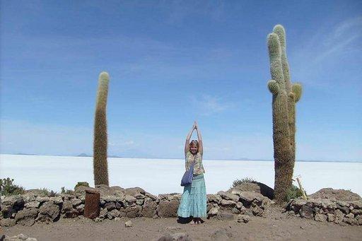 Incahuasin kaktussaarella kasvaa satoja jättiläiskaktuksia, joista osa on jopa 1000 vuotta vanhoja.