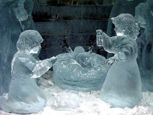 Jääveistosmuseossa on kokoelma hienoja jääveistoksia.