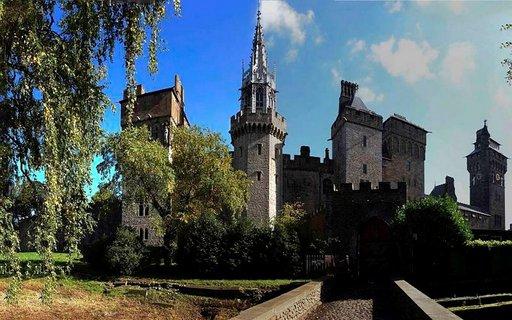Cardiffin linna on toistatuhatta vuotta vanha.