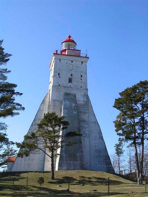 Köpun majakka on maailman kolmanneksi vanhin yhtäjaksoisesti toiminut tuletorn.