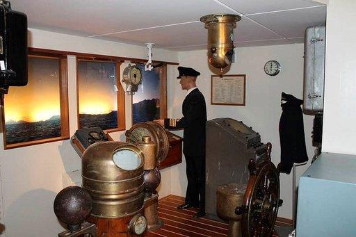 Hurtigruten-museossa voi tarkastella vuosikymmenien takaista komentosillan arkea.