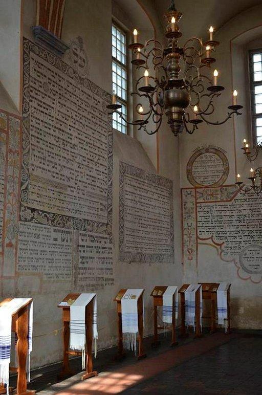 Tykocinissa oli ennen sotaa suuri juutalaisyhteisö. Nyt paikkakunnalla on museo entisessä synagogassa.