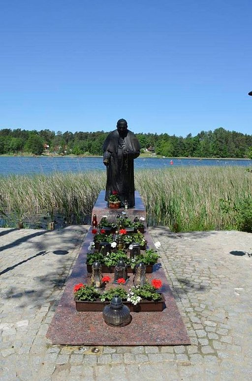 Puolalaissyntyinen paavi Johannes Paavali II vieraili Puolassa ja Augustówin alueella 1999.