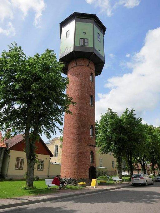 Viljandin vanhaan vesitorniin pääsee kiipeämään.