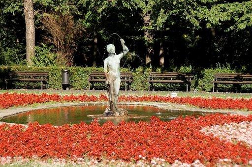 Viehättävä Danube-puisto sijaitsee Novi Sadin keskustassa.