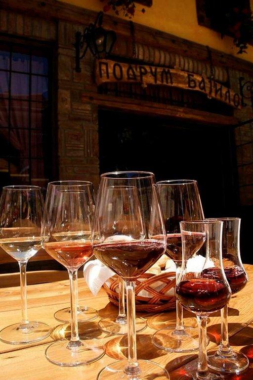 Podrum Bajilo -viinikellarissa voi maistella paikallisia viinejä.