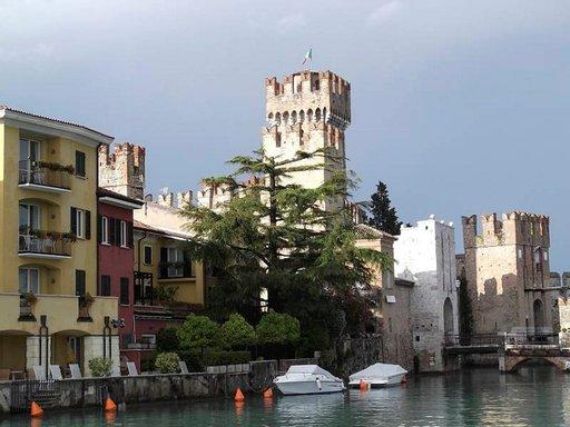 Rocca Scaligera - linna Sirmionessa.